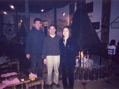 ◆友達に再会!セビリア&マドリッド 2000/01/25 - 2000/02/02  https://4travel.jp/travelogue/10009628  5年ぶりにスペインへ里帰りです。 セビリア時代の友人アツヒロと彼の奥さんと再会! 「La Carbona」で炭火焼肉を食べながら 遅くまで話し込んでしまいました。 彼らの愛犬に遊ばれました(>_<)