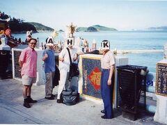◆男4人で!?香港&深圳! 2000/06/26 - 2000/06/30 https://4travel.jp/travelogue/10010586  京劇俳優のカナガワさん、中国茶芸館経営者のアンザイさん、 ガイドブック編集者のハットさん、 そしてボクの男4人で香港へ行くことに! 4人での海外なんて初めて! 現地では凸凹4人はもちろん、michelleやIさんも合流。 ドタバタでしたが楽しい香港でした。