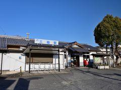 ●三輪駅  (旅行記Part.8に引き続き)JR「奈良駅」から桜井線(万葉まほろば線)に乗車し、30分ほどかけて桜井市の「三輪駅」へ到着。 この小さな無人駅で下車した時には、なんやかんやでもう15時過ぎと、だいぶ時間が押してきました。。。