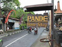 パンデ・ハウス(現ムランデニ)(ウブド・スグリワ通り)          デラックスルーム  親爺が一人旅の時に利用した。 現在は名前が変わり、「ムランデニ」となっています。