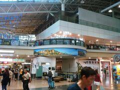 台鉄に乗って、新左営駅にやってきました。隣が、高鐵左営駅なのですが、せっかくなので新光三越でお昼を食べてから移動することにしました。