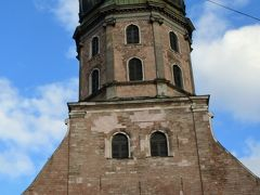 急いで観光に出かけた。明日、月曜日は閉まるところが多いからである。旧市街までは歩いて行けるが、最初はタクシーにした。  まず聖ペテロ教会。塔が高くそびえている。