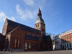 中央市場から歩いて大聖堂を目指した。  大聖堂は長い伝統を誇る。13世紀に建築が始まり、18世紀に現在の形となった。