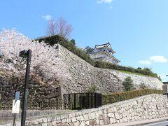 続いて向かったのは、福山城。 石垣がすごいです。