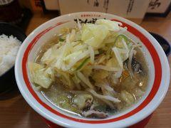 ●ちゃんぽん亭総本家@JR近江八幡駅  ど~ん! 来ました、近江ちゃんぽん。 野菜も沢山でとってもヘルシーですね。 麺は中太ストレート。スープは、めっちゃあっさりしていました。 お好みで…と置かれていた調味料の意味がよくわかります。 お酢はそんなに得意では無いですが、でも、少し入れると更に美味しくなりました。 どうして今まで来なかったんだろう…。 めっちゃ好きな味でした。