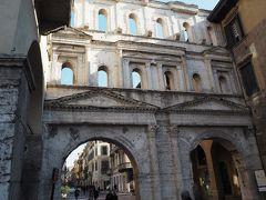 ボルサリー門です。 古代ローマ時代に街の南の城門であったものです。 駅の前の城門が中世時代の城門であったので、 古代ローマ時代は中世に比べて、街は小さかったです。