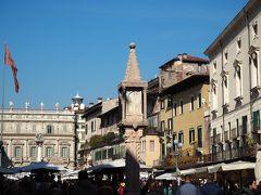 エルベ広場に戻ります。 エルベ広場は古代ローマ時代のフォロにあたり、 エルベ広場ととなりのシニョーリ広場をあわせたものが かつてのフォロでした。