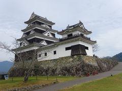 13:13大洲城駐車場に到着。大洲城の天守と、江戸時代の台所櫓や高欄櫓を見て、13:40下城。