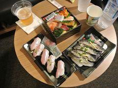 ホテルには19時10分頃に戻りました.それからすぐ二人で温泉へ.風呂上がりに無料ビールを戴いて部屋まで持ち帰り,松江の駅前にある一畑百貨店で買ってきたお寿司を戴きました.ちょっと買いすぎたかも... さて明日は石見銀山へ行くことにしました.このホテルにもう1泊するのですが,料金の都合で延泊(高い!)ではなく,新たにネットで1泊予約(安い!)したので部屋が変わりますから,ちょっと荷物をまとめました.