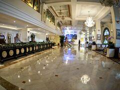 【ーMajestic Saigon Hotel マジェステック ホテル サイゴンー】  ところが.....が~ん!!なんと不運な事にこのフライトのアテンダントは、二人とも男性でした.....残念!!