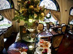 【ーMajestic Saigon Hotel マジェステック ホテル サイゴンー】  ちょっと、到着が早すぎ、部屋を準備しているので....という事で、コーヒーショップでしばらく待つことに。  ちょうど、アフタヌーンティーの時間でした。