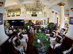 【ーMajestic Saigon Hotel マジェステック ホテル サイゴンー】  随分と立派になったホーチミン(タンソンニャット国際)空港に到着後、ホテルに予約してあったホテルで手配してくれた出迎えの車で、ホテルに向かいます。事前予約で、US$10なり。