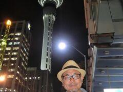 ◆現金なし!キャッシュレスinオークランド 2014/05/29 - 2014/05/30  https://4travel.jp/travelogue/10893645  フィジー便からは成田便に当日乗り継ぎできず 6年ぶりにオークランド1泊。  NZ入国時、ボクの前に日本人の男性が・・・ 彼も成田便に乗り継げないので入国するんだと思う。 彼は入国審査官にどうして1泊なんだと質問詰めにされていました。 彼が成田線に乗り継げないことなどを説明してくれたおかげで ボクはあっという間に入国できました。ありがとう!  今回もティムタム大人買いです(^^♪