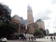 ブリスベンの中心、King George Squareにやって来ました。 高い時計塔がある建物、City Hallに行ってみます。