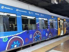 ブリスベン中央駅に到着です。 電車にはこんなにかわいい伝統的な塗装がされていて、ウキウキしました。