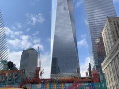 『One World Trade Center』 今回はじめて、こちらの展望台へ訪問します。 チケットは当日の朝、ネットで時間帯を選び予約済。  予約した時間までまだずいぶんあるので、周辺を散策します。