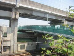 車坂跨線橋を渡ります この跨線橋は下に京浜東北線と湘南新宿ラインが通り、上には東北新幹線が通ります