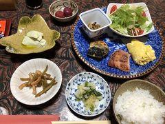 宿に戻って朝ごはんを頂きます。魚も野菜もやっぱり美味しい。