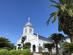 今日は二つの教会に行きます。まずは大江天主堂。 フランス人宣教師ガルニエ神父が私財を投じて建てたもので、1933年に完成。設計は教会建築の父と呼ばれた鉄川与助。白い教会は青空に映えます。
