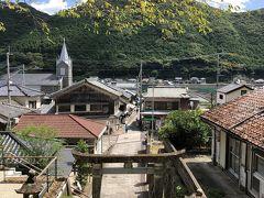 崎津諏訪神社へ。豊漁、海上安全の守り神だそうで、教会と神社と同時に見える風景って珍しいかも。