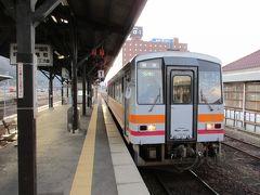 津山駅でお酒とお菓子を調達した後、今度は因美線の普通列車で智頭を目指します。