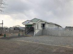 駅舎はあれ?割と簡素? 二つの駅に比べると小規模な感じがしますがどうして? だれも住んでいない大野駅のほうが小規模でいいような 気がしますが。