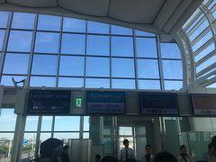 JL91にてソウル金浦へ向かいます。機材はB777-200ER。かなりの人数乗っていました。