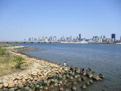 淀川を渡り、対岸の梅田方面を望みます。