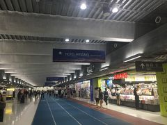 しかしあきらめません。今度はLCCターミナルへ。 そうすると。。。 チェジュ航空ソウル行という文字が目に入ってきました。 お!希望がすこし。。。 そして価格は何と1700円+諸税で5000円という奇跡!もう頭がくるっていた為即購入。日本滞在約10時間にしてソウルへ行くことになったのです。なんだか水曜どうでしょう。のさいころの旅をしているようです。