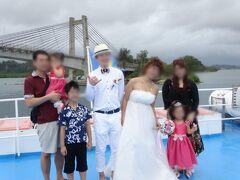 日本・パラオ友好の橋をバックに記念撮影。 終了後、帰りもそれぞれの宿泊先までバスで送っていただきました。