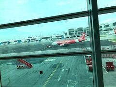 さすがクアラルンプール国際空港は 広いし大きいです!