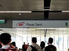 パサール・スニ駅です。