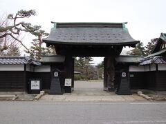 上杉伯爵邸の門