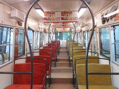 京阪鋼索線(石清水八幡宮参道ケーブル)のこがね号の社内です。新型です。
