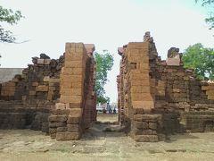 昔の城壁の南門にあたる勝利門。