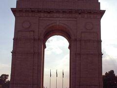 こちらはインド門です。  第一次世界大戦で戦死した兵士(約85,000人)の慰霊碑
