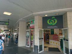 近くにあるシドニーの大型スーパー、ウールワースでお買い物をしました。お土産など。