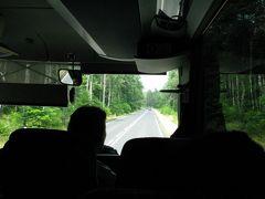 15時、無料のシャトルバスでアウシュヴィッツの駐車場に戻り、そこから15時30分発のクラクフへの長距離バスに乗車(乗車券は運転手から15ズウォティ=約440円で購入)。  ちなみに、クラクフ行き長距離バスの出発時刻は以下のとおり(2019年7月現在)。 5:45、6:30、8:20、9:20、10:10、11:00、12:15、13:00、13:45、14:45、15:30、16:10、16:40、17:10、17:45、18:15、18:45、19:15、19:45