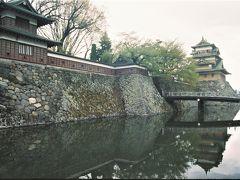 上諏訪の町中に佇む高島城の在る「高島公園」にやって来ました~、  隅櫓に続く板塀などは随分と整備されたようですね?~、以前は無かった様に思いました。