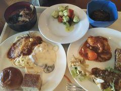 最終日の朝ごはんは、シーサイドレストラン谷茶ベイにて。