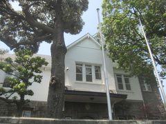 池田山公園を出て、インドネシア大使公邸前を歩いて行きます 建物も何となくインドネシアっぽいように思えます
