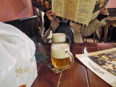 ビール醸造所博物館と直結した「シェンク・ナ・パルカーヌ」。 チェコのレストランは、とにかく飲み物は「ビール」ということを前提にしてメニューが考えられているから食べたいものだらけ! このビールは入場料に含まれています。 3杯目( *´艸`)ご馳走さまでした。