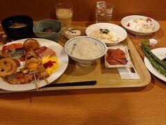 7:00 朝食を食べに行きました。無料の朝食という位置付けですが、十分に満足できる品数です。  動画 https://www.youtube.com/watch?v=tk_ggCcja9Y&t=7s
