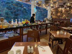 マチュピチュ入場を7時に予約したため、5時起床。 まだ朝食のレストランにも誰もいません。