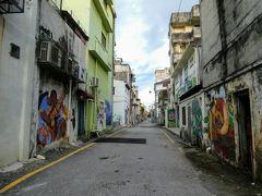 歩いて居たら、壁画が続くところもありました。