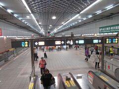 中正紀念堂駅で下車します。