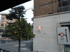 2014年元日。 この日は、朝からバスツアーで郊外へ。  元日のローマは多くのお店や主要な観光スポットがクローズとなるとのことで、元日から催行するツアーに参加することにしました。 この日は、なんとバス2台での催行。前日の市内観光でご一緒の方もちらほらお見掛けし、ご挨拶。 みなさん考えることは一緒のようで(笑)