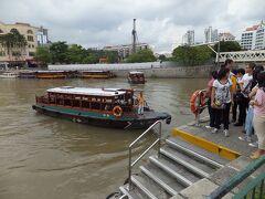 これからシンガポール・リバー・クルーズに行きます。  クラーク・キーの乗船場からシンガポール湾まで約20分のクルーズです。