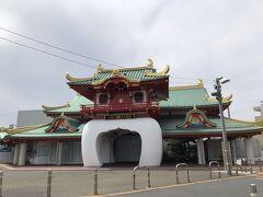 人がいなさ過ぎて、廃業になった駅みたいでした (人は数人はいたけど…)  歩いて江ノ島へ向かいます!