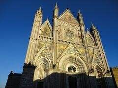 オルヴィエート大聖堂。 中には入れないようで、ここで引き返します。